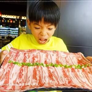 《新竹关新路餐厅推荐》美侯王石头麻辣火锅。原味石头锅。大满足大肉盘。现煎手工蛋饺。仙境牛肉︱菜单价位。营业时间~平价好吃美食(贪吃影片)